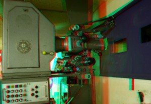Der alte 35mm-Schauburg-Projektor in 3D (anaglyph, rot/cyan)